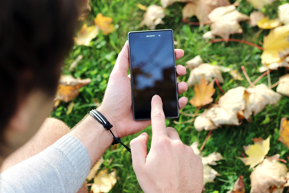 Zapomenuté gesto na mobilu: Jakým způsobem zařízení odemknout?