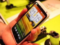 HTC One X si poradí i jako kladivo
