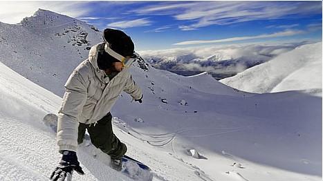 Zimní Alpy – lyžování s plnou výbavou