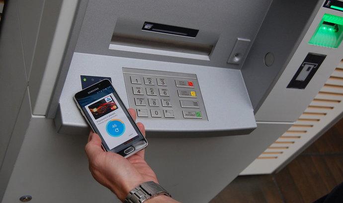Konec marného hledání bankomatů. Aplikace Bankomaty CZ&SK najde všechny v okruhu 10 kilometrů