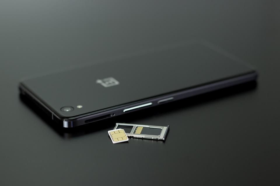 """Telefon hlásí """"Chyba registrace SIM karty"""": Kde je problém?"""